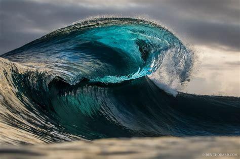 essentials  wave photography underwater