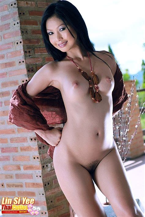 Hot Asian Babe Lin Si Yee Showing Her Perky Boobs Of