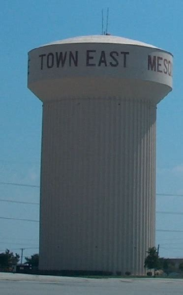 Texas highway pictures: the Town East water tower in Mesquite