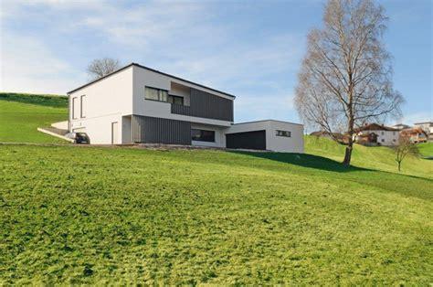 Moderne Häuser Mit Satteldach Am Hang by Das Hanghaus Bauen Am Hang M Haus Holzbauweise