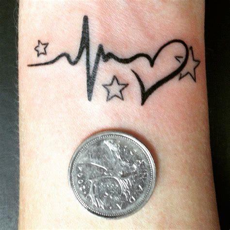 herzschlag name herzschlag tattoos herzschlag sternenkinder und sterne handgelenk