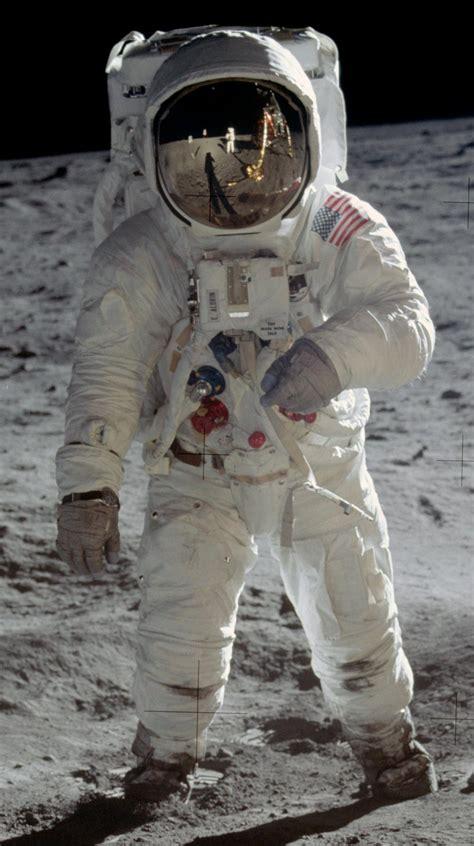 File:Buzz Aldrin Apollo Spacesuit.jpg - Wikipedia