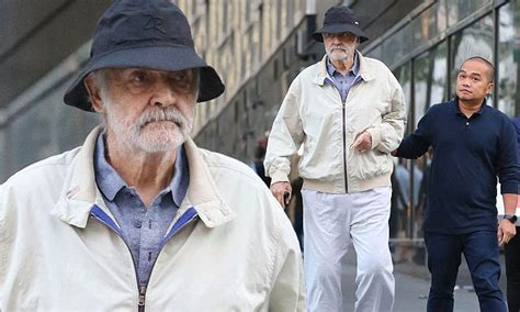 Sean Connery Strolls With A Cane In New York's Manhattan