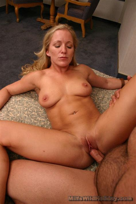 Sexy milf Zia enjoys pussy drilling by grinding on top of a big cock and gets cum blasting in ...