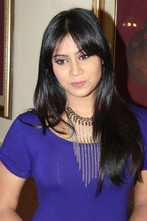 Thulasi Nair Dazzling Face Look Still, Thulasi Nair Latest ...