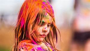 Cute Baby Girl Playing Holi 2017 Wallpaper 12020 - Baltana