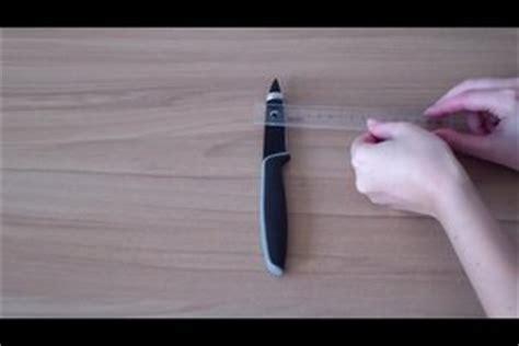 video den ringfinger messen  ermitteln sie die ringgroesse