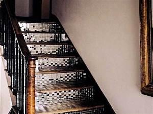 Carrelage adhesif miroir pour eclairer la cage d39escalier for Carrelage adhesif salle de bain avec eclairer escalier avec led