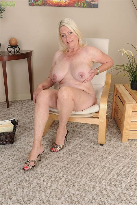 Blonde Milf Angelique Finger Play Her Minge Milf Fox