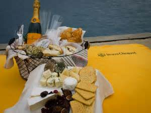 Veuve Clicquot Boat Rental Chicago by Indulge In A Veuve Clicquot Picnic Basket At Race To