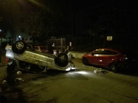 les si鑒es auto magenta sbatte contro le auto in sosta e si ribalta in via don milani foto corriere alto milanese