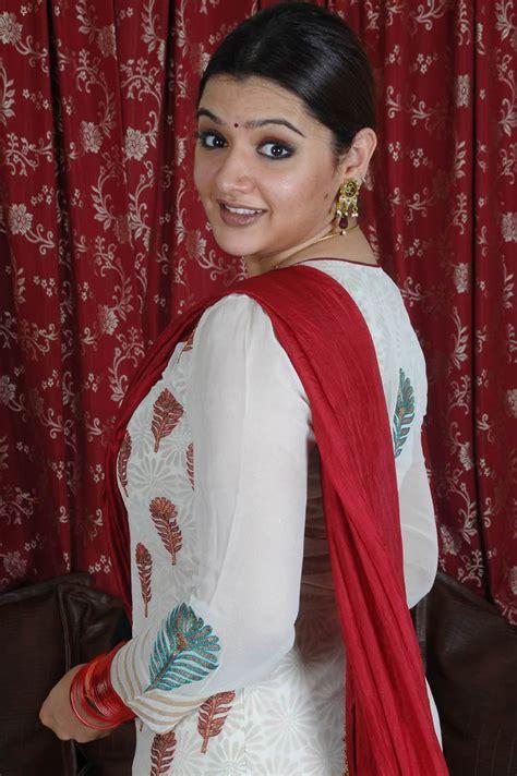 Aarthi Agarwal Image 50