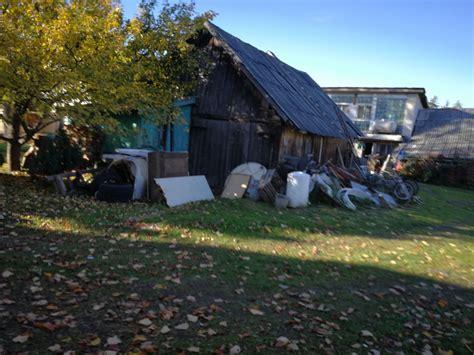 Nesakopta apkārtne - Kaitīgo atkritumu izgāztuve.