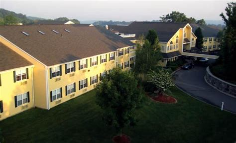 the at east farms senior living waterbury ct