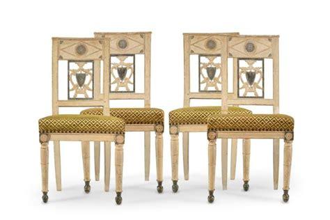 chaise tissu et bois suite de 4 chaises directoire en bois peint crème et recham