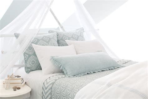 Create A Gorgeous Canopy Bedroom Design Hanging Bed