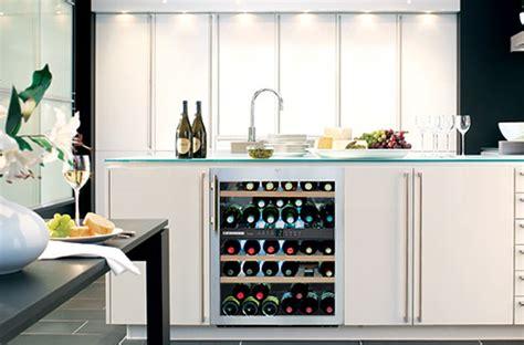 cuisine avec cave a vin bien installer sa cave à vin darty vous