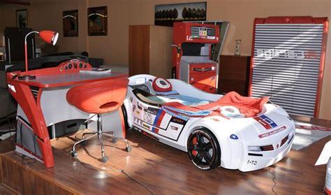 deco chambre voiture le lit voiture pour la chambre de votre enfant