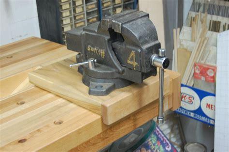 machinist vise  woodworking workbench  tyvekboy