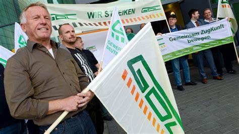 13 hours ago · der angekündigte streik bei der deutschen bahn ist aus sicht des unternehmens eine eskalation zur unzeit. Deutsche Bahn: Gewerkschaft GDL verzichtet auf Streik ...
