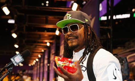 marshawn lynch  eating skittles   sidelines