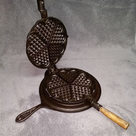 alfred anderson  heart shaped waffle iron restored cast iron cookware waffle iron