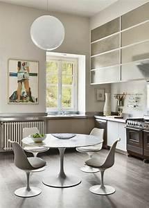 la chaise tulipe embleme du design des annees cinquante With salle a manger pur e