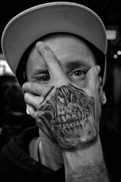 tattoos totenkopf hand gesicht tattoo die besten