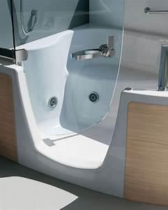 Sitzbadewanne Mit Dusche : neue kombiwanne f r alle lebensphasen barrierefreie badewanne mit t r ~ Frokenaadalensverden.com Haus und Dekorationen