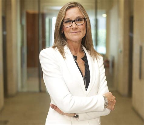 apple appoints burberry ceo angela ahrendts as svp of retail stores cult of mac