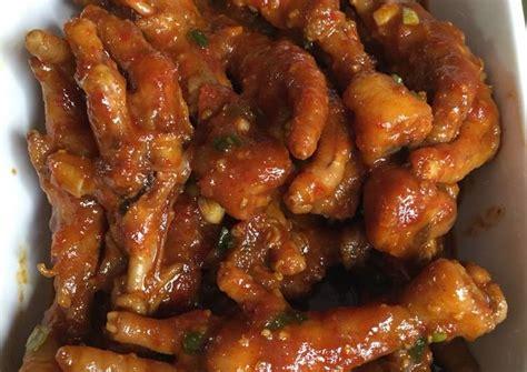 Tambahkan sedikit tepung untuk menutupi seluruh sayap ayam. Resep Ceker Ayam Pedas Manis oleh Yan's Kitchen - Cookpad
