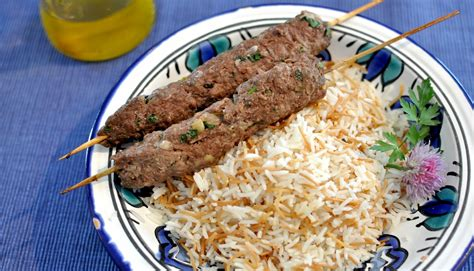cuisine libanaise mezze un mezzé libanais chaud les keftas et le riz aux