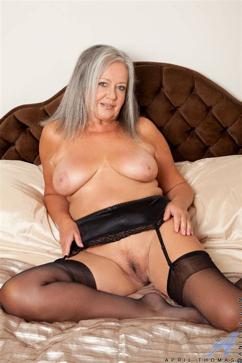 sexy cougar spreads her juicy pink pussy granny seduction