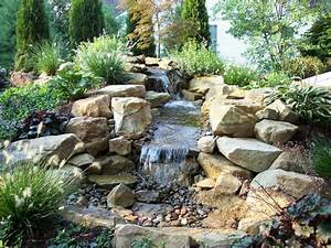 Cascade bassin de jardin 27 idees creer votre havre de for Beautiful amenagement jardin avec bassin 7 bassin de jardin