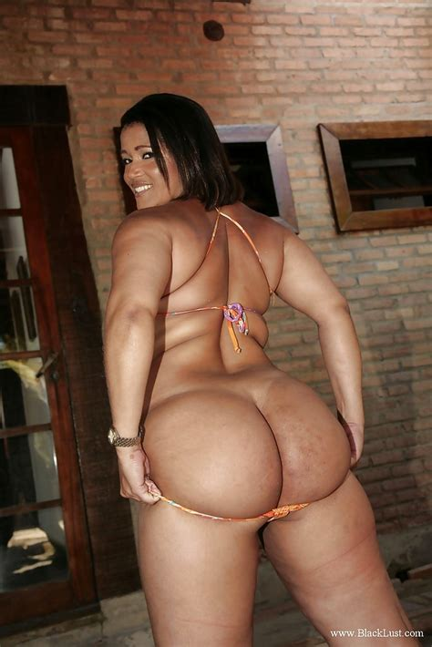 Fatty Ebony Milfs Exposing Their Amazing Fuckable Booties