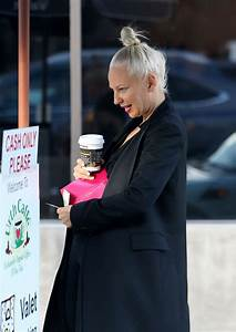Sia Furler - Grabs a coffee to go in Los Angeles
