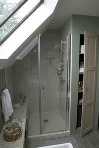 une salle de bains sous les toits With salle de bains mansardee