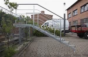 Geländer Für Treppe : feuerverzinkte unterkonstruktion mit gel nder f r eine ~ Markanthonyermac.com Haus und Dekorationen