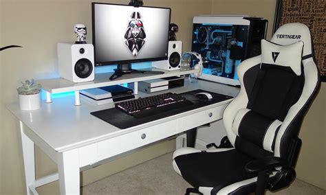 Pemilihan bentuk dan ukuran meja. 19 Desain dan Model Meja Komputer Gaming Lagi Ngetrend ...
