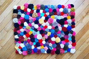 diy faire son tapis de pompons With tapis enfant avec canapé peu profond
