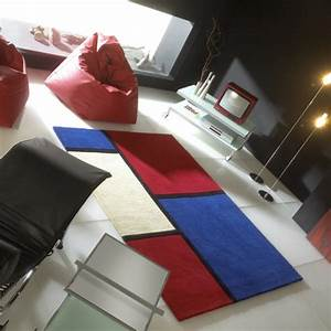 tapis contemporain field bleu et rouge par carving With tapis contemporain rouge