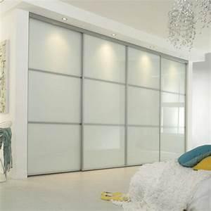 la porte de dressing coulissante garantit un style moderne With porte de penderie coulissante