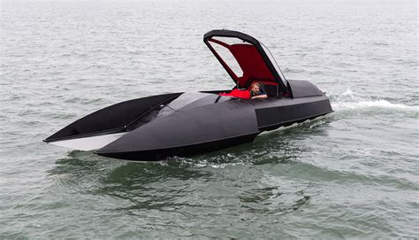 Hydroplane Boat by Inventor Brings Batman Style Luxury Hydroplane Boat To Market