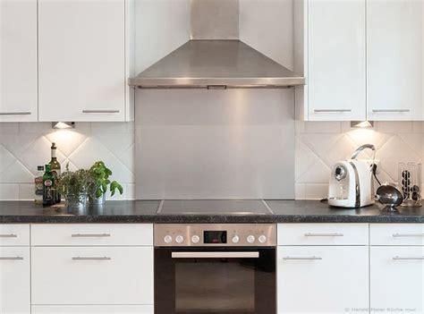 Weiße Küche Welche Arbeitsplatte by K 252 Che Weiss Hochglanz Arbeitsplatte Schwarz