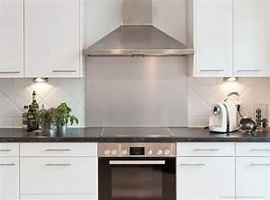 Moderne Küche Hochglanz Schwarz : k che weiss hochglanz arbeitsplatte schwarz mineralfarbig k chenr ckwand stahl k che ~ Indierocktalk.com Haus und Dekorationen