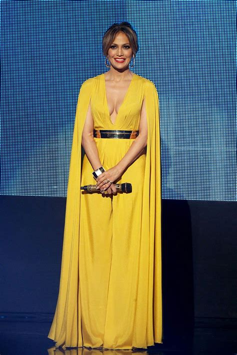 Pin on Red Carpet & Celebrity Fashion