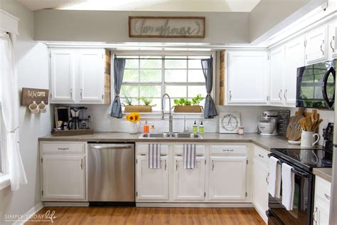 white chalk paint kitchen cabinets painting kitchen cabinets with chalk paint from dixie 1757