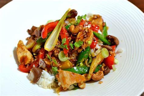 cuisine thailandaise recette poulet thaï sauté aux noix de cajou la recette facile et