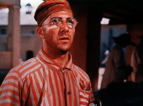 Dustin hoffman ve steve mcqueen'in başrollerini üstlendiği 1973 yapımı aynı isimli filmin yeniden uyarlaması olan yapımın başrollerini charlie son zamanlarda güzel bir film bulmak gerçekten zorlaştı diye düşünmeye başladığım anda yine kıyıda köşede göze milyonlarca dolarlık filmler gibi batmayan. Papillon - Trailer, Kritik, Bilder und Infos zum Film