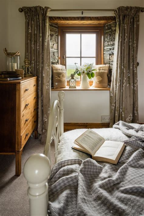 Cottage Bedrooms by Best 25 Cottage Interiors Ideas On
